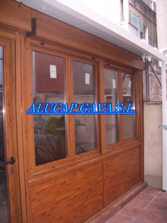 cerramiento en aluminio imitación madera para terraza.