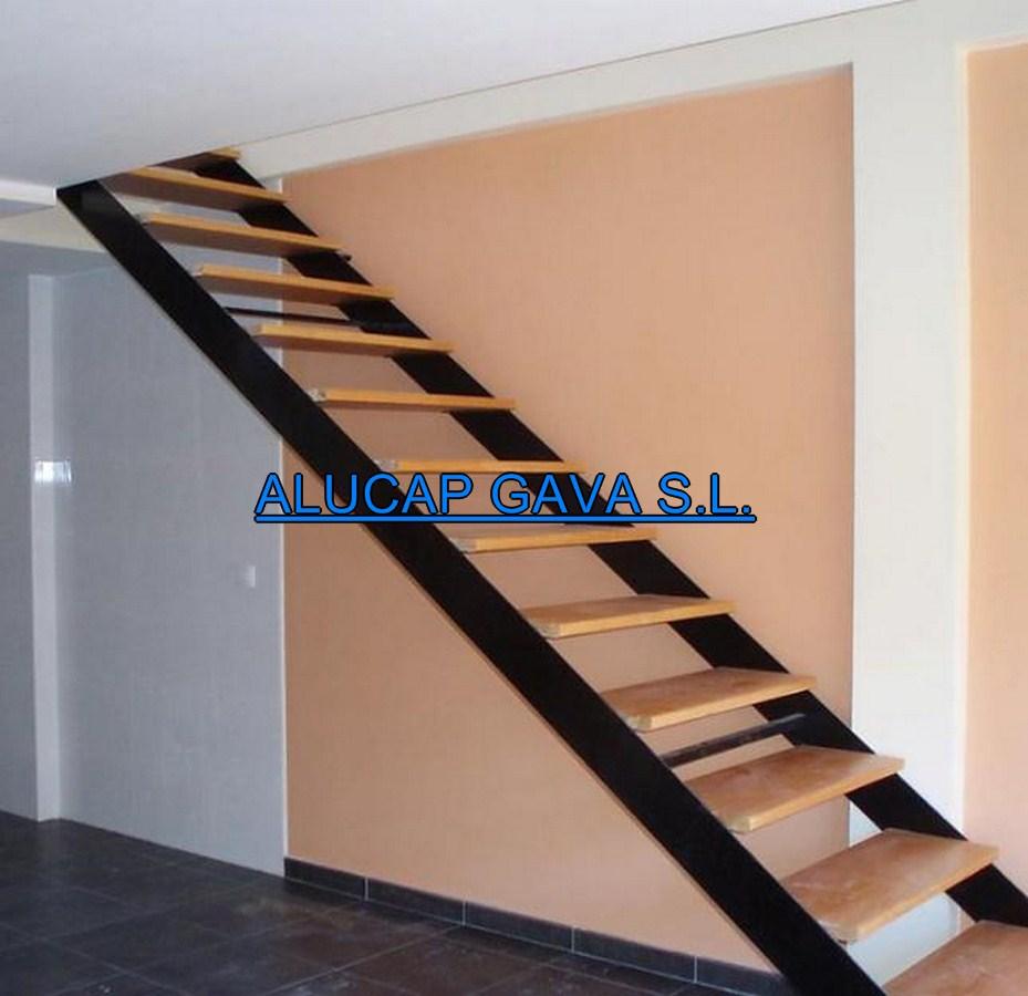 Escaleras de hierro carpinter a de aluminio for Escaleras metalicas con madera