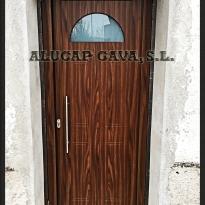puerta de entrada color madera