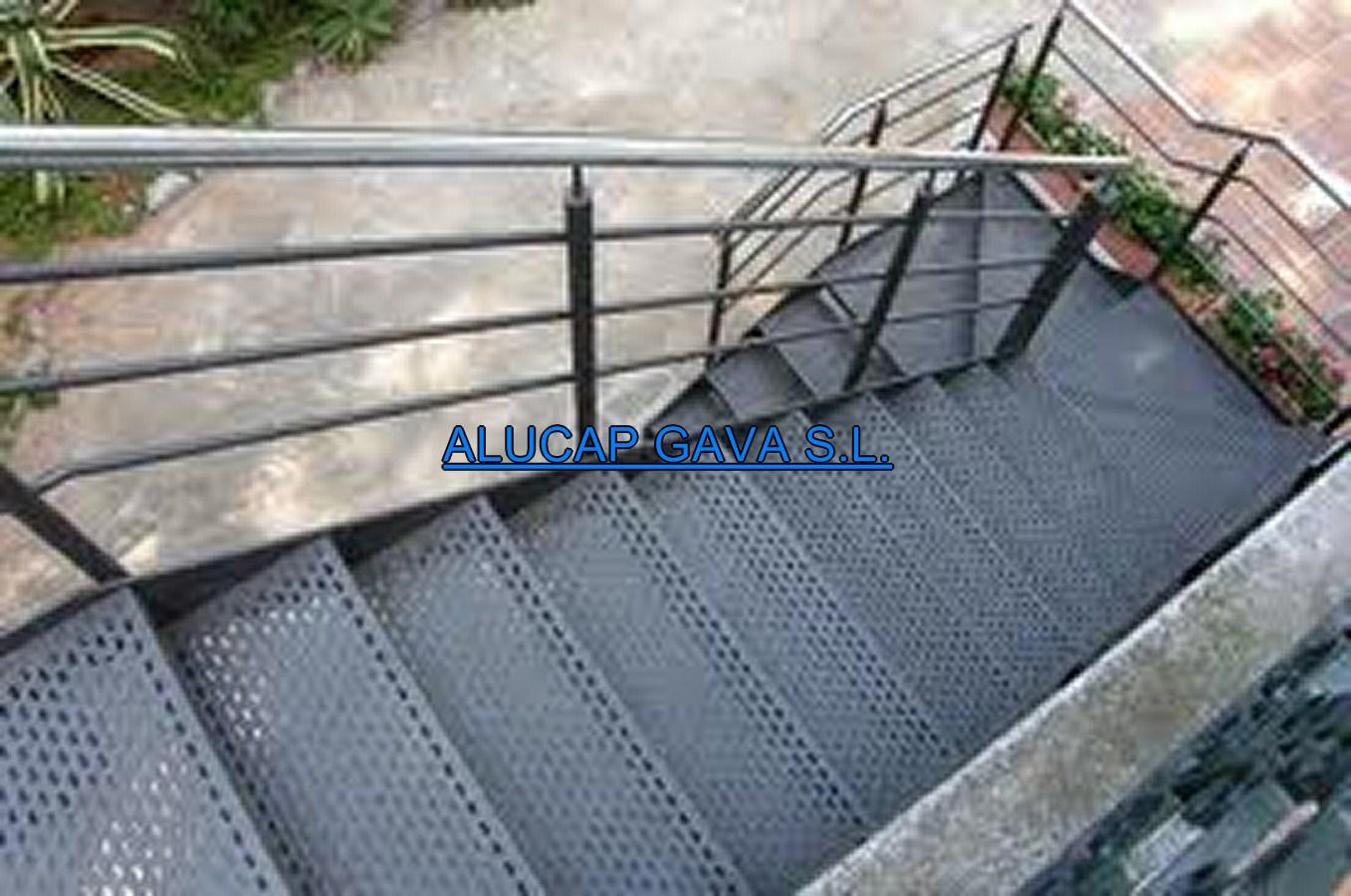 Escalera met lica carpinter a de aluminio for Escalera metalica para exteriores