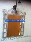 mueble espejo de hierro